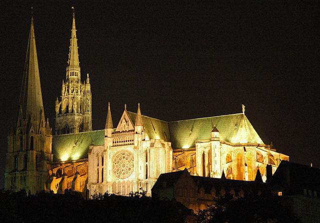 640px-France_Eure_et_Loir_Chartres_Cathedrale_nuit_02