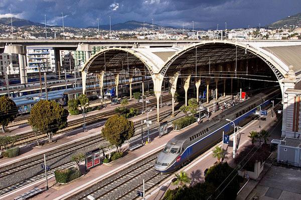 Купить билеты на поезд из Ниццы в Париж.