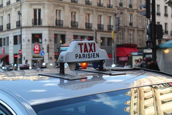 Таксив Париже.