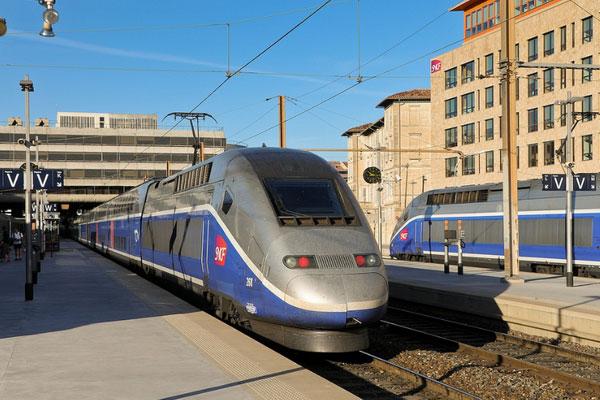 Поезд из Марселя в Ниццу.