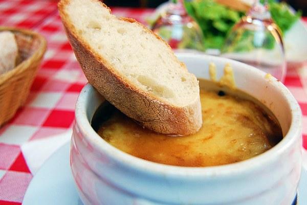 Французский луковый суп.
