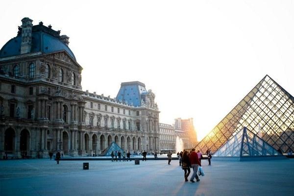 Экскурсия в Лувр.