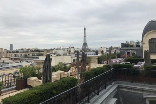 Отель в Париже.
